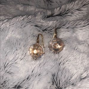 Jewelry - Sparkling gemstone earrings with golden back NWT